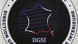 Le logo de la DGSI à Levallois-Perret (Hauts-de-Seine), le 8 septembre 2017. (LIONEL BONAVENTURE / AFP)