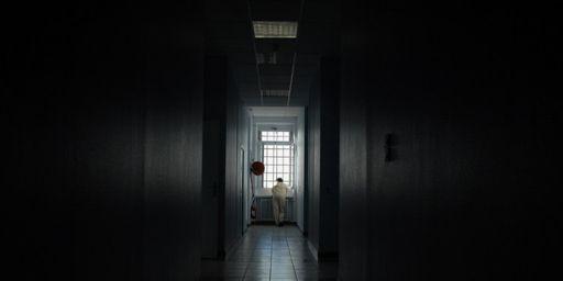 Couloir d'un hôpital psychiatrique à Lyon le 12 décembre 2006