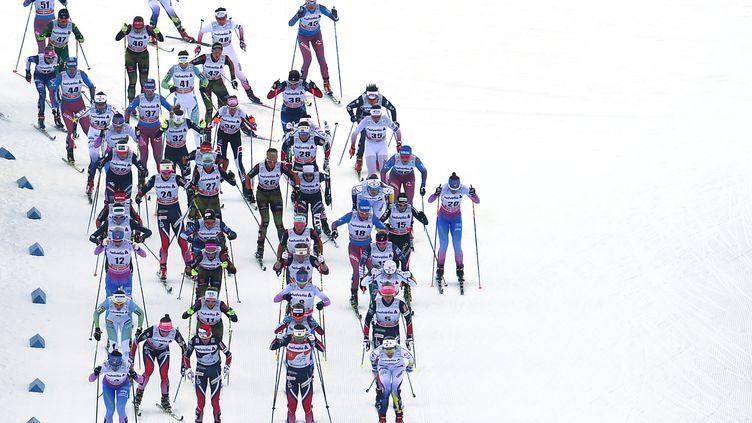 Les skieuses, à Oberstdorf (Allemagne). (CHRISTOF STACHE / AFP)