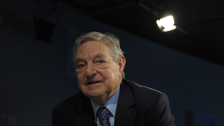 George Soros au Forum économique de Davos (Suisse), le 26 janvier 2013. (ERIC PIERMONT / AFP)