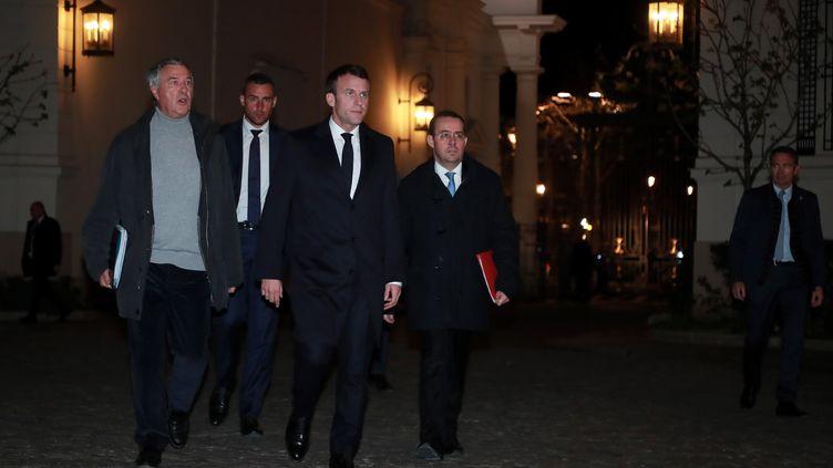 Emmanuel Macron lors de son arrivée à la cellule de crise du ministère de l'Intérieur à Paris, le 16 mars 2019. (CHRISTOPHE PETIT TESSON / POOL / EPA POOL)