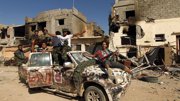 Des troupes libyennes dans les rues deBenghazi (Libye), le 23 février 2016. (ABDULLAH DOMA / AFP)