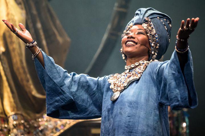 """Fatoumata Diawara dans """"Le Vol du Boli"""", théâtre du Châtelet. (CYRIL MOREAU / BESTIMAGE / 00500559)"""