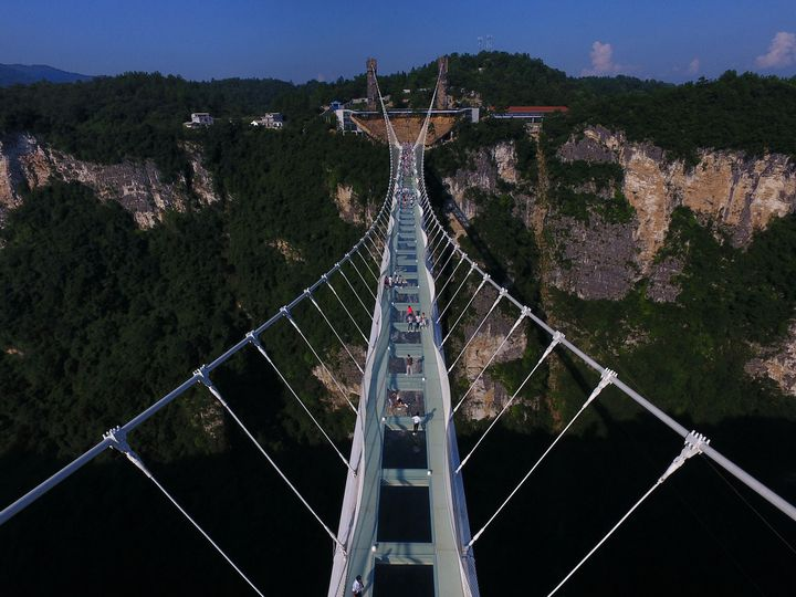 Le pont de Zhangjiajie en Chine.  (Long Hongtao / XINHUA)