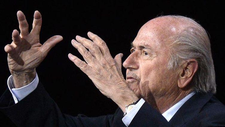 (Au lendemain de sa réélection à la tête de la Fifa, Sepp Blatter règle ses comptes avec l'UEFA et les Etats-Unis © MaxPPP)