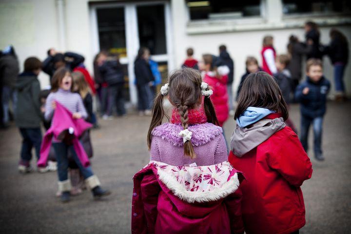 Dans les écoles Steiner-Waldorf, il arrive que les enfants soient livrés à eux-mêmes, sans supervision. (BSIP / UNIVERSAL IMAGES GROUP EDITORIAL / GETTY IMAGES)