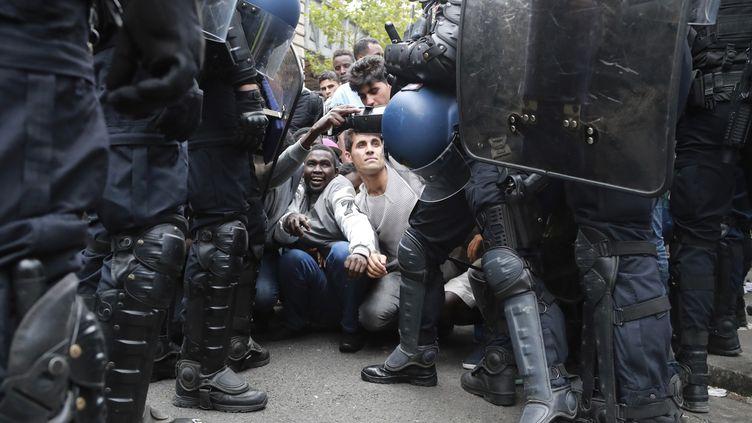 Un camp de migrants a été évacué à Paris, le 22 juillet 2016. (JACQUES DEMARTHON / AFP)