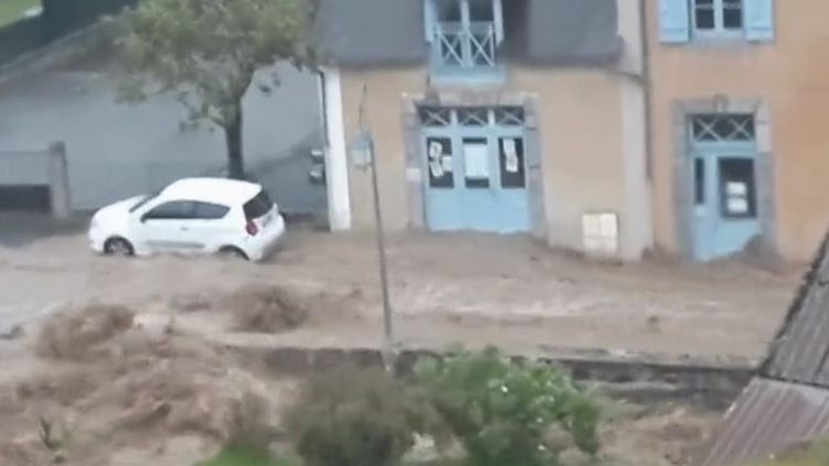 Le petit village de Beaudéan, dans les Hautes-Pyrénées, a été touché par d'importantes pluies, jeudi 23 mai. Il n'y a pas de victime mais des dégâts matériels pour certains habitants. (FRANCE 2)