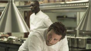 "Bradley Cooper et Omar Sy dans ""À vif""  (SND)"