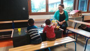 La commune deChevilly-Larue, dans le Val-de-Marne, propose chaque matin un petit déjeuner à ses écoliers. (SARAH TUCHSCHERER / RADIO FRANCE)