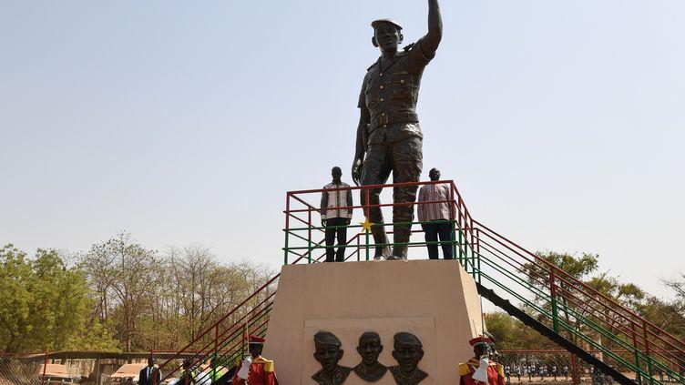 Une statue de bronze du capitaine Thomas Sankara a été inaugurée le 2 mars 2019 à Ouagadougou dans l'enceinte du Conseil de l'Entente où il a été assassiné le 15 octobre 1987. (ISSOUF SANOGO / AFP)