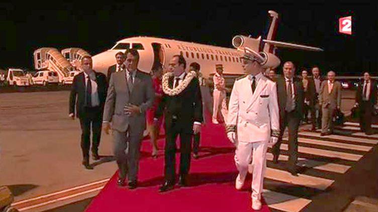 (François Hollande arrive à l'aéroport de Papeete  © capture d'écran France 2)