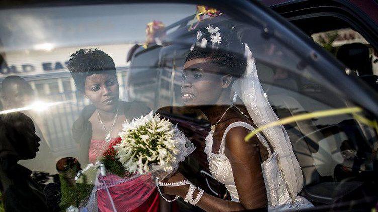 Une mariée lors d'une séance photo à Bujumbura, au Burundi. (MARCO LONGARI / AFP)