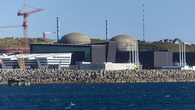La centrale nucléaire de Flamanville (Manche), en juin 2013. (SUDRES JEAN-DANIEL / HEMIS.FR / AFP)