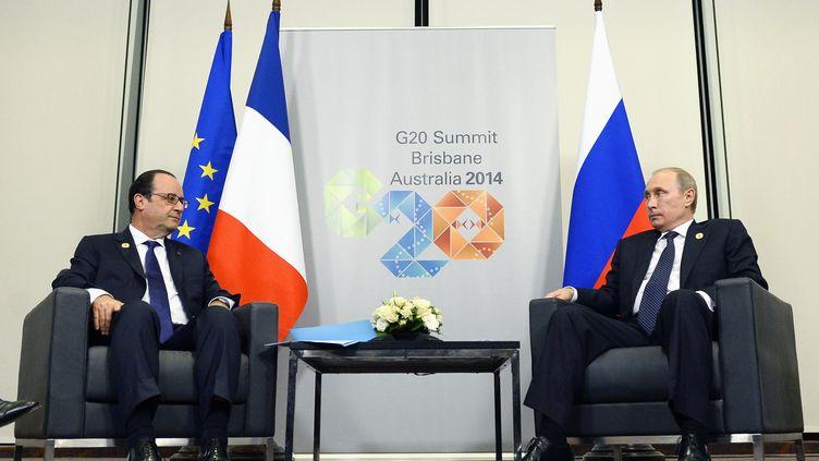 François Hollande (G.) et Vladimir Poutine se rencontrent à l'occasion du G20,à Brisbane (Australie), le 15 novembre 2014. (REUTERS)