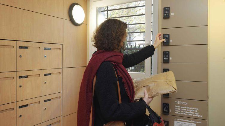 Lescasiers connectés permettent de mutualiser l'espace de réception des colis dans les immeubles (Immobilière 3F)