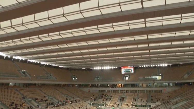 Roland-Garros : le toit rétractable, star de l'édition 2020 (FRANCEINFO)