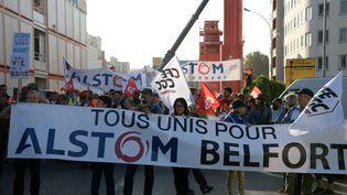 Manifestation des employés d'Alstom devant le siège de l'entreprise à Saint-Ouen, le 27 septembre 2016 (SEBASTIEN BOZON / AFP)