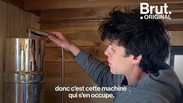 """Clément et Pierre-Alain nous accueillent dans leur tiny house """"low-tech"""". Voilà à quoi ça ressemble."""