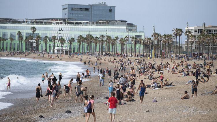 Sur la plage de Barcelone (Espagne), le 24 mai 2020. (ADRIA PUIG / ANADOLU AGENCY / AFP)