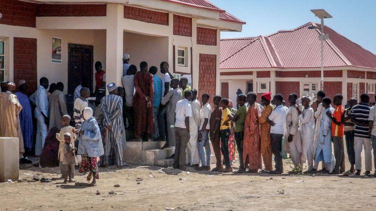 Des personnes trouvent refuge àMaiduguri, dansle nord-est du Nigeria, après l'attaque de la ville de Baga,le 14 janvier 2015. (MOHAMMED ABBA / ANADOLU AGENCY / AFP)