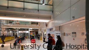 Les couloirs du University college hospital, à Londres, en janvier 2021. (RICHARD PLACE / RADIO FRANCE)