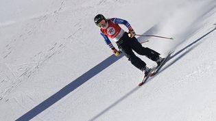 La Française Tessa Worley lors de son entraînement pour l'épreuve de slalom géant, à la veille du début de la Coupe du monde de ski alpin à Sölden, en Autriche, le 22 octobre 2021. (JOE KLAMAR / AFP)