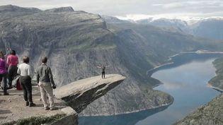 France 2 vous emmène toute cette semaine au pays des fjords. Mercredi 3 juin, on s'élance sur l'une des randonnées les plus difficiles de Norvège, avec à l'arrivée un panorama à couper le souffle. (FRANCE 2)