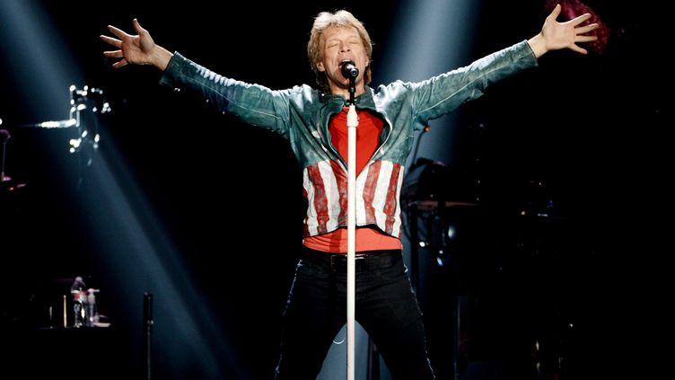 Bon Jovi lors d'un concert à Los Angeles (Etats-Unis), le 19 avril 2013. (KEVIN WINTER / GETTY IMAGES NORTH AMERICA)