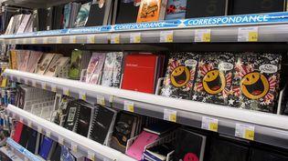 Bien souvent, les parents laissent les enfants choisir entre le traditionnel cahier de textes et l'agenda (FABRICE HEBRARD / MAXPPP)