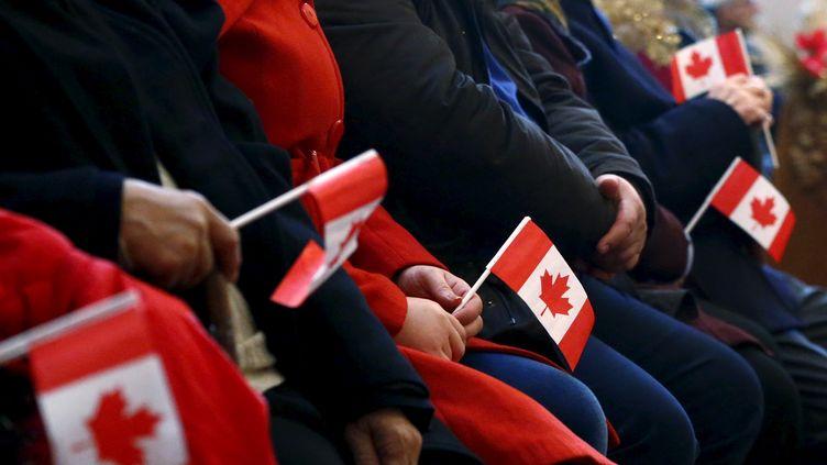 L'accueil de réfugiés syriens dans une église de Toronto (Canada), le 11 décembre 2015. (MARK BLINCH / REUTERS)