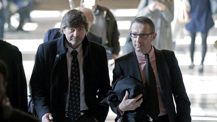 Michel Neyret et son avocat Gabriel Versini au tribunal correctionnel de Paris le 3 mai 2016. (MAXPPP)