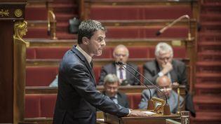 Le Premier ministre, Manuel Valls, le 12 mai 2016 à la tribune de l'Assemblée nationale lors de l'examen du projet de loi Travail. (OLIVIER DONNARS / NURPHOTO / AFP)