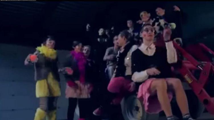"""Capture d'écran de la vidéo """"S'éclater c'est bien"""", du lycée agricole de Dunkerque. ( YOUTUBE / FRANCETV INFO )"""