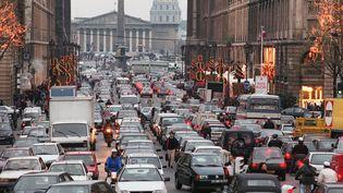 """La circulation est à l'arrêt lors des grèves contre le """"plan Juppé"""" à Paris, le 4 décembre 1995. (PASCAL PAVANI / AFP)"""