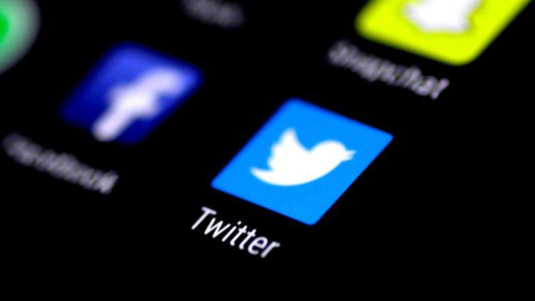 Plus de dix ans après sa création, Twitter est en proie à des difficultés financières et tente de se renouveler. (THOMAS WHITE / REUTERS)