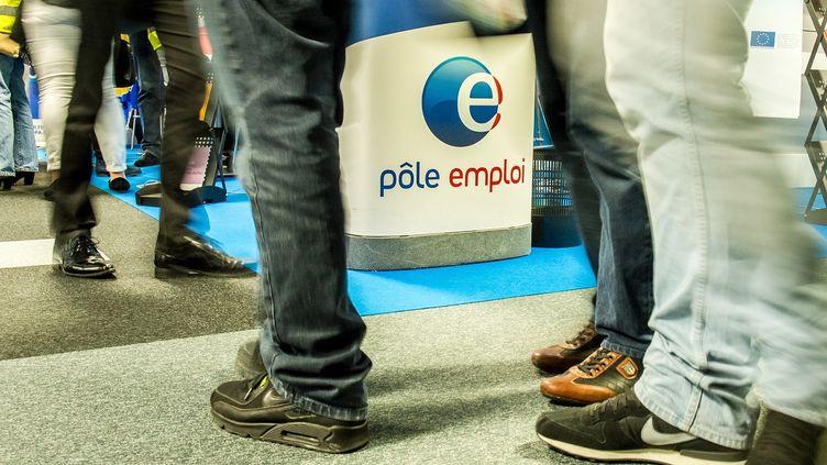 Le stand de Pôle emploi au Salon pour l'emploi de Lille, le 28 mai 2015. (PHILIPPE HUGUEN / AFP)
