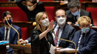 """Agnès Pannier-Runacher, la""""madame vaccin"""" du gouvernement, lors d'une séance de questions au gouvernement, en novembre 2020. (AURELIEN MORISSARD / MAXPPP)"""