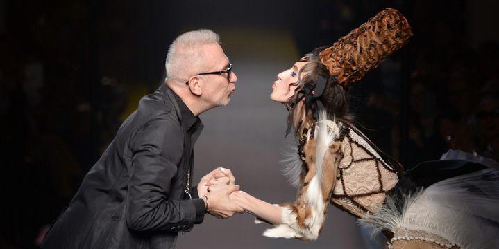Ledéfilé Jean Paul Gaultier haute couture automne hiver 2015-16 avec unemariée en peau de bête  (PHOTOSHOT/MAXPPP)