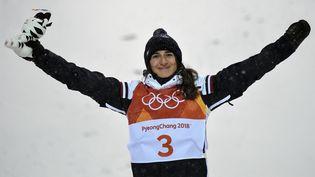 La skieuse française Perrine Laffont, sacrée championne olympique de ski de bosses, le 11 février 2018 à Pyeongchang (Corée du Sud). (LOIC VENANCE / AFP)
