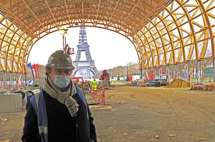 Jean-Michel Wilmotte le 11 janvier 2021 à l'intérieur du chantier du Grand Palais Ephémère. (FRANCEINFO)