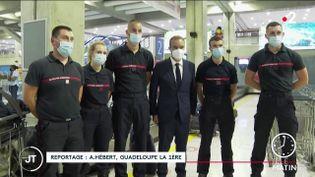 Des pompiers arrivant en renfort en Guadeloupe. (France 2)