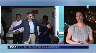 François Fillon a été accueilli par des militants à l'aéroport à La Réunion. (FRANCE 3)
