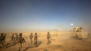 Desmilices chiites entrent à Tal Afar (nord-ouest de l'Irak), le 22 août 2017. (AHMAD AL-RUBAYE / AFP)