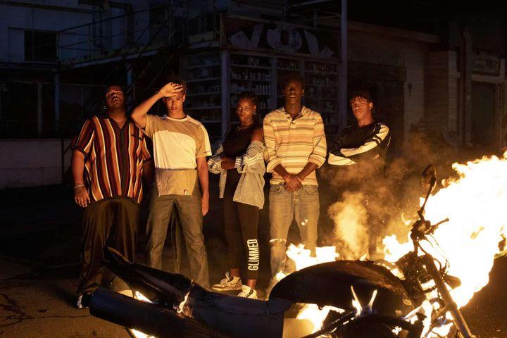 """La """"bande du Barrio"""", à laquelle s'associe Omar pour sauver un quartier en perdition. (NETFLIX)"""