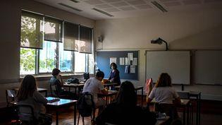 Des élèves sont en classe à Lisbonne (Portugal), le 18 mai 2020. (PATRICIA DE MELO MOREIRA / AFP)