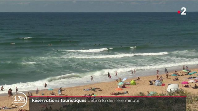 Réservations touristiques : de nombreux Français attendent la dernière minute cet été