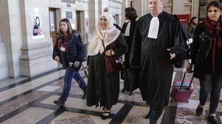 Me Olivier Morice, l'avocat deDjemaa Legouad (à gauche), la mère de Mohammed Legouag, victime de Mohamed Merah, le 25 mars 2019. (THOMAS SAMSON / AFP)
