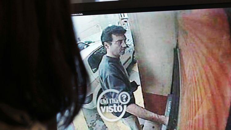 Dernière photo de Xavier Dupont de Ligonnès prise par une caméra de surveillance à un distributeur automatique àRoquebrune-sur-Argens (Var), le 14 avril 2011. (THOMAS COEX / AFP)