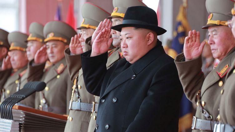 Kim Jong-un, à Pyongyang (Corée du Nord), lors d'une cérémonie militaire le 9 février 2018. (KCNA KCNA / REUTERS)